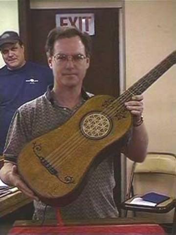 worlds-oldest-guitar1_2263.jpg