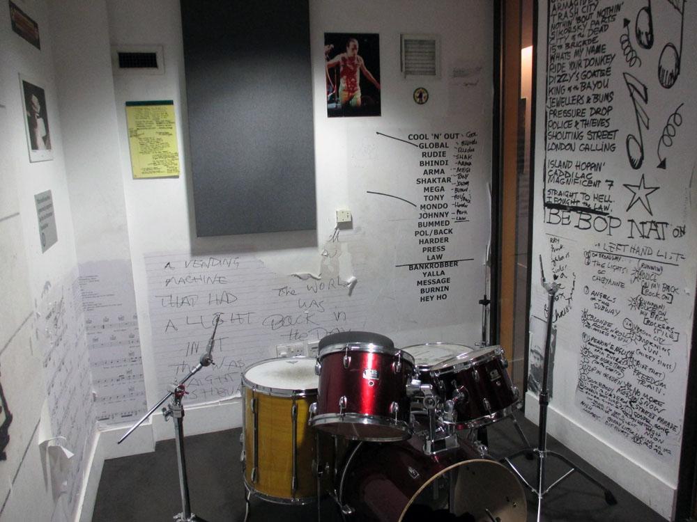 Salah satu ruangan studio latihan